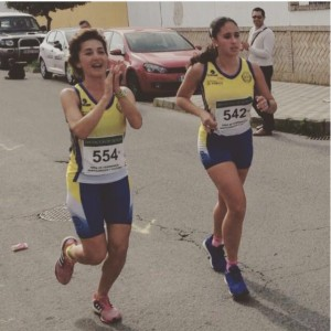 Charo con Fátima Cabello en carrera.